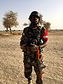 Nigerien lieutnant of the National Guard along Komadogou 2016.jpg