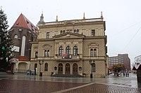 Opava, Slezské divadlo z Horního náměstí.jpg