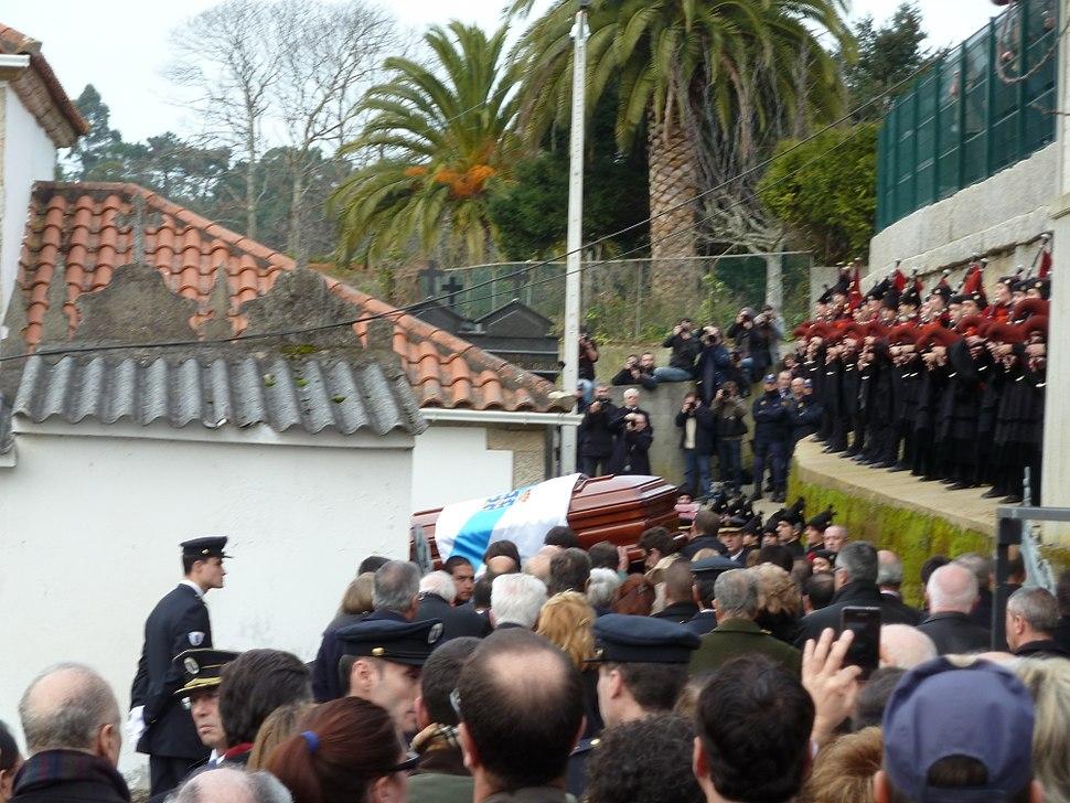 P1110178 Enterro Fraga Perbes - cadaleito, banda