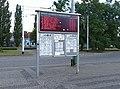 Pardubice, hlavní nádraží, tabule odjezdů autobusů a trolejbusů.jpg