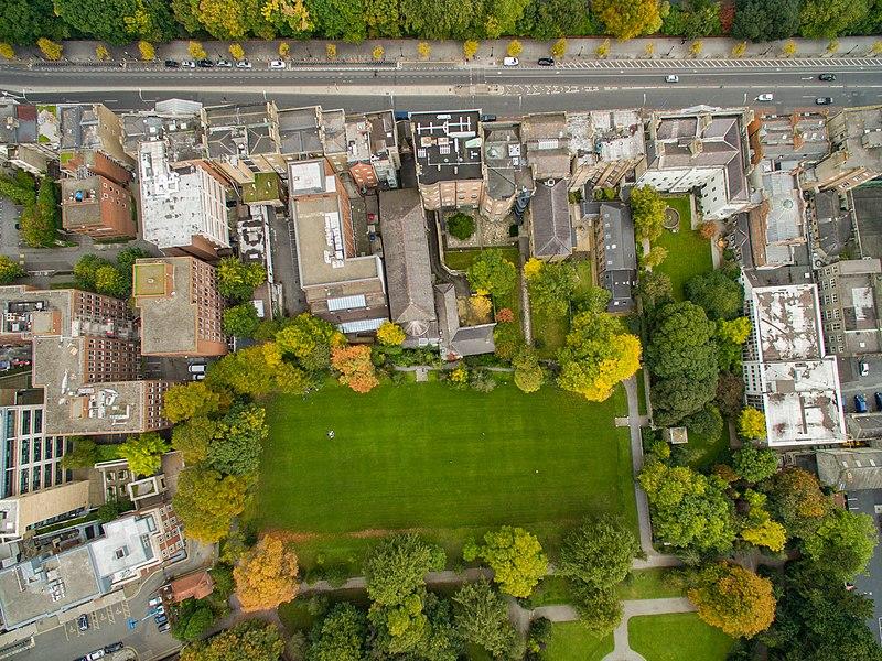 File:Park in Dublin Iveagh Gardens aerial (21952165799).jpg