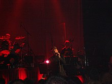 alt=Description de l'image Paul Heaton w mic Beautiful South concert.jpg.