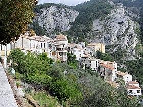 Le village vu de la chapelle saint roch avec la chapelle for Au saint roch hotel jardin