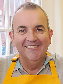 Phil Taylor darts player (cropped).jpg