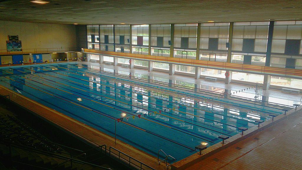 Fitxer piscina sant jordi interior barcelona jpg for Piscinas sant jordi barcelona