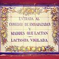Placa en la entrada del Hogar Maternal Infantil de Gijón.jpg