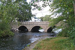 Pleasant Street bridge, South Natick MA.jpg