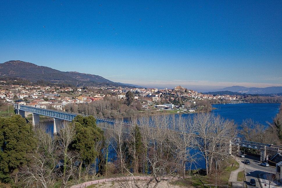 Ponte internacional de Tui Valença visto desde a fortaleza de Valença en Febreiro do 2016