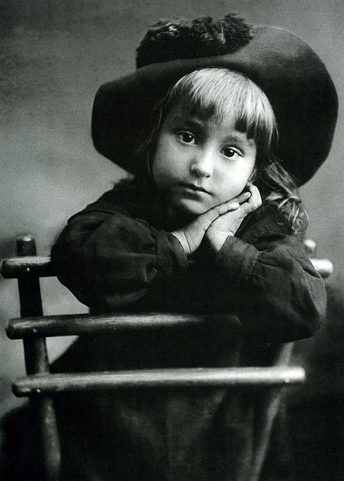 Portrait of a girl, 1910s, photo by Svishchev-Paola.jpg