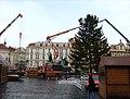 Praha, Staré Město, Staroměstské náměstí, instalace vánočního stromu 2010.jpg