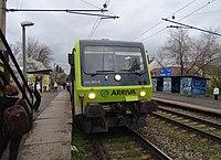 Praha-Strašnice zastávka, vlak Arriva (02).jpg