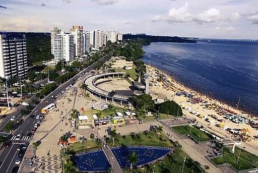 ciudad de manaos frente al rio amazonas