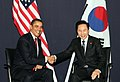 President Lee holding a summit with U.S. President Obama in London (4341812385).jpg