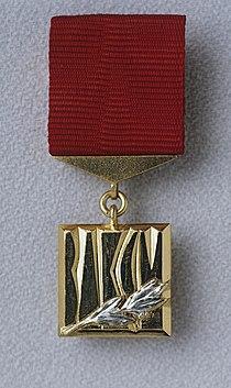 RIAN archive 468648 Sign of winner of Lenin Komsomol prize.jpg