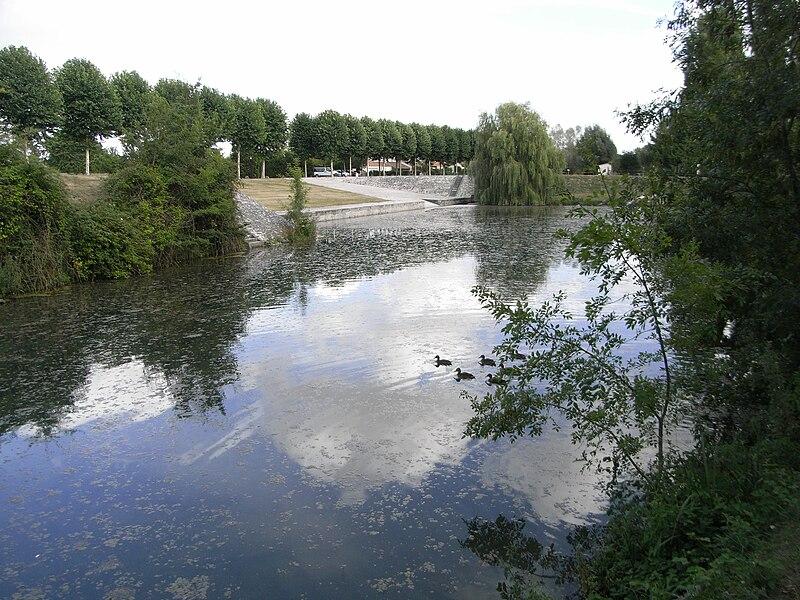 Port de Mauzé sur le Mignon, point de départ du Canal du Mignon en Deux-sèvres (France)
