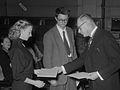 Reina Prinsen Geerligs Prijs voor Remco Campert en Ellen Warmond (1953).jpg