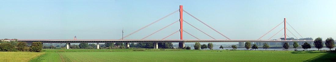 Панорама моста Беекверт