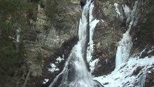 Datei:Riesachfaelle vor der Schneeschmelze.webm