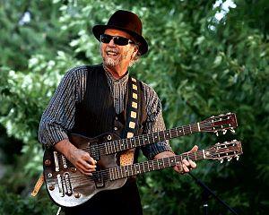Roy Rogers (guitarist) - Image: Roy in green big