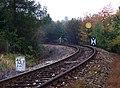 Rymaně, trať, kilometrovník a předvěst.jpg