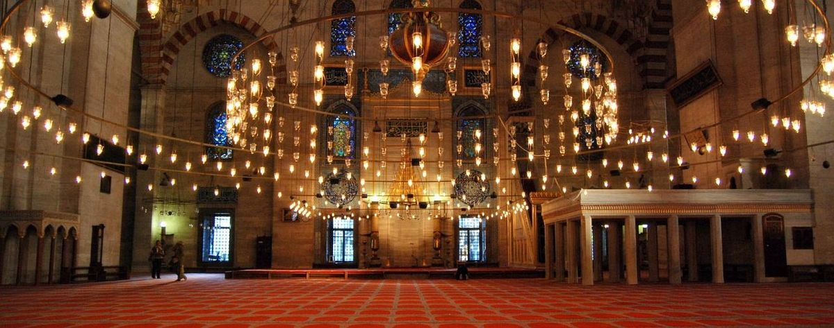 Süleymaniye mosque interior Istanbul Turkey.jpg