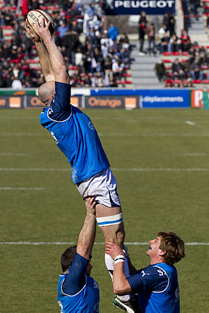 Line out training of SU Agen during warm up session before a match. The jumper is lifted and has caught the ball.