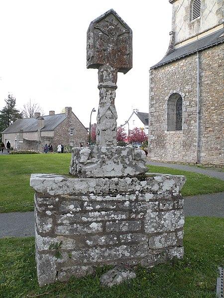 Fr:Croix de cimetière de Saint-Avé, face est.