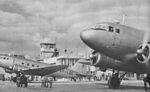 Samoloty w porcie lotniczym Warszawa-Okęcie przed 1953.jpg