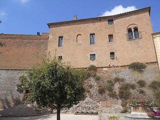 San Giovanni d'Asso, Castello - Fianco est