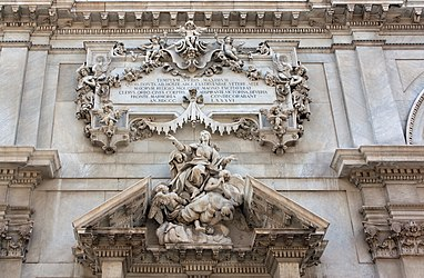 Savona Cathedral center pediment.jpg