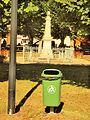 Serbonnes-FR-89-poubelle & monument aux morts.jpg
