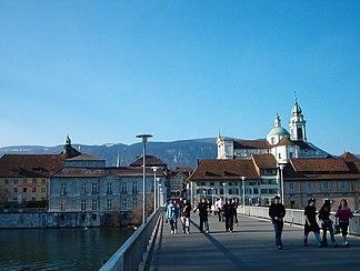 Solothurner Altstadt vor der Kulisse des Weissensteins, März 2005