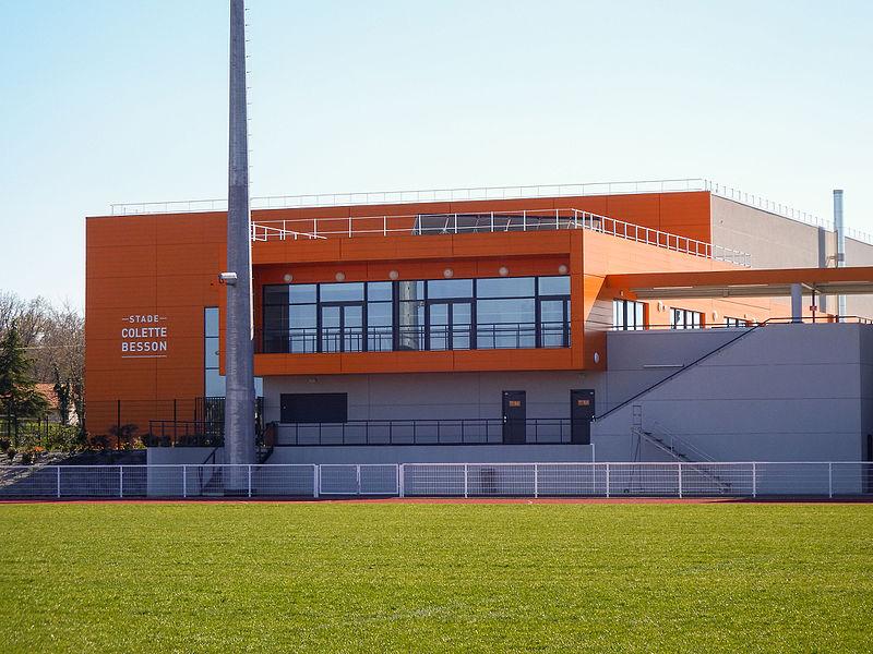 Bâtiment principal du stade Colette-Besson de Dax.