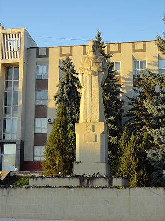 Nisporeni - Image: Stephen the Great monument in Nisporeni