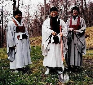 Dae Gak - From left to right: Su Bong, Seung Sahn, and Dae Gak