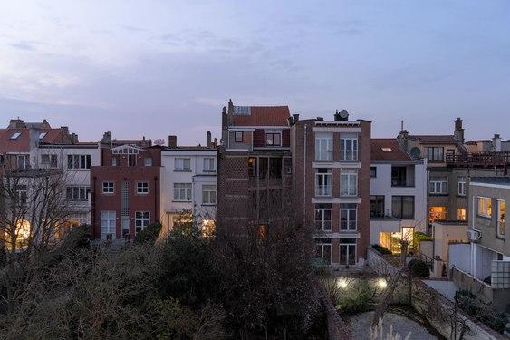 File:Sunset on Avenue Marie-José, Woluwe-Saint-Lambert (DSC 1895 - DSC 1926).webm