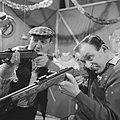 TV-show op 10 maart, opname in Cinetonestudio, De Mounties bij schiettent. Links, Bestanddeelnr 918-8256.jpg