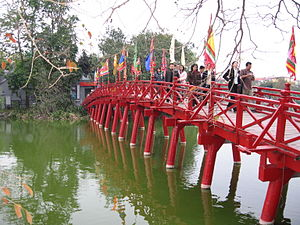 Hoàn Kiếm Lake - Image: Thê Húc bridge with flags