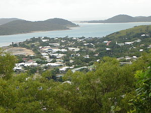 Thursday Island mit Stadt.