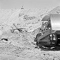 Timna in de Negevwoestijn een graafmachine op het terrein van de kopermijnen in, Bestanddeelnr 255-3681.jpg