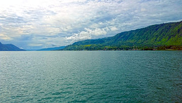 Toba Lake, seen from Tuk Tuk, Samosir Island, 2014-12-27.jpg