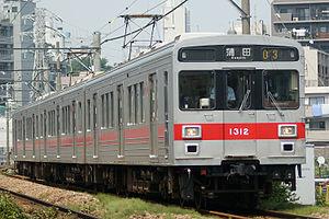 Tokyu 1000 series - 3-car set 1012 with a central gangway door (former 4-car set) in July 2008