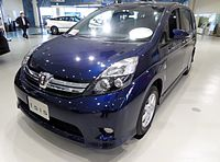 "Toyota Isis 1.8 PLATANA ""V-SELECTION"" 2WD (ZGM10W) front.JPG"