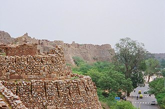 Talus (fortification) - Image: Tughlaqabad fort wall