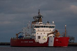 USCGC Mackinaw Entering Duluth Harbor 2.jpg