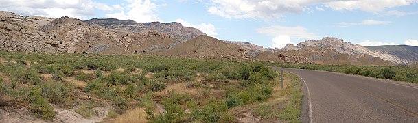 US Utah Dinosaur Monum Panorama 22.jpg