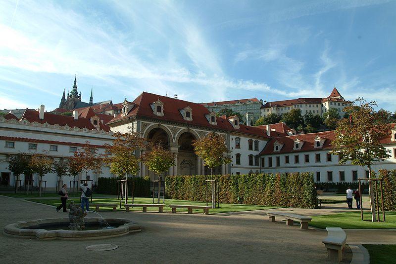 File:Valdstejnsky Palace garden autumn.jpg