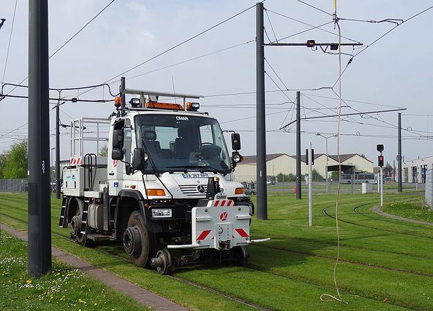 Valenciennes & Anzin - Déraillement de la rame de tramway n° 17 à la sortie du dépôt de Saint-Waast le 11 avril 2014 (001).JPG