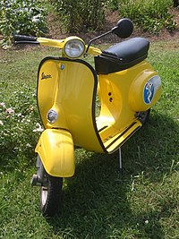 Un peu d'histoire sur Piaggio 200px-Vespa_scooter2