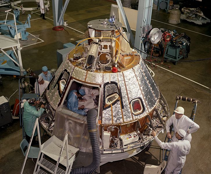 File:View of Spacecraft 012 Command Module during installation of heat shield.jpg